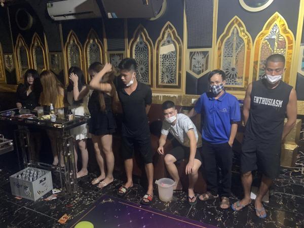 Xử lý quán karaoke vi phạm công tác chống dịch -1