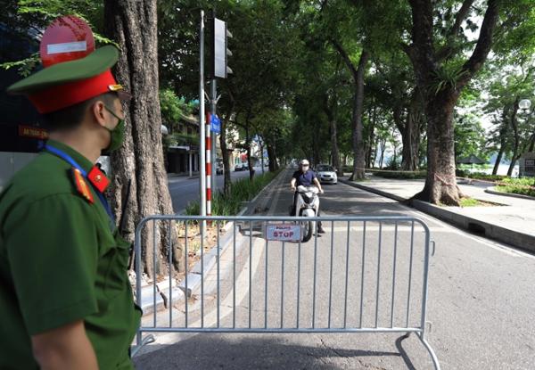 Hanoi halts checking on travel permits in COVID-19-free zones -0
