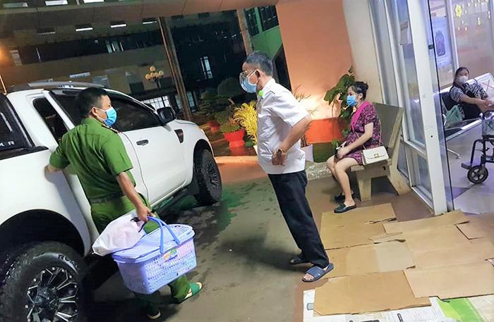 Công an xã Bàu Trâm giúp sản phụ đi sinh trong thời gian thực hiện Chỉ thị 16 -0