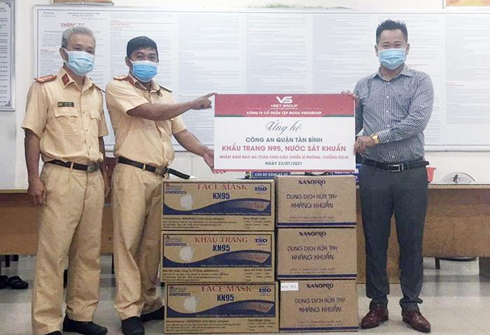 Tập đoàn VsetGroup ủng hộ trang vật tư y tế chống dịch cho Công an TP HCM -0