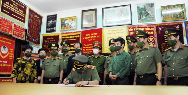 Bộ Công an dâng hương tưởng niệm Đại tướng Võ Nguyên Giáp -1