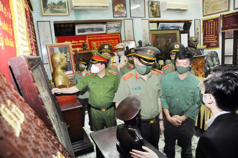 Đoàn Đảng ủy Công an Trung ương, Bộ Công an dâng hương tưởng niệm Đại tướng Võ Nguyên Giáp -0