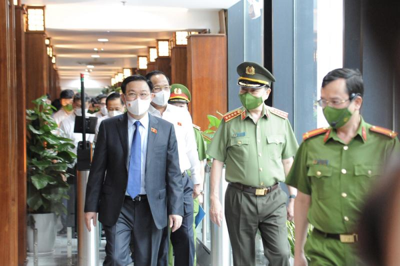 Chủ tịch Quốc hội Vương Đình Huệ thăm, làm việc tại Trung tâm Dữ liệu Quốc gia về dân cư -0
