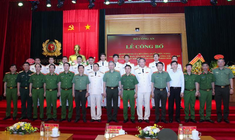 Ra mắt Trung đoàn Không quân CAND -1